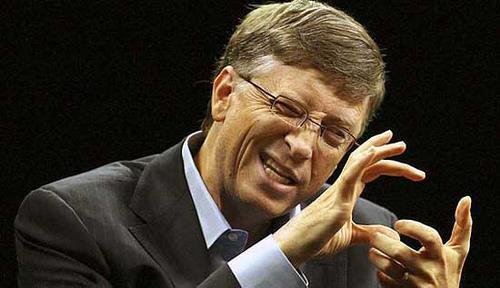 Bill Gates tejemanejeando sus cosas