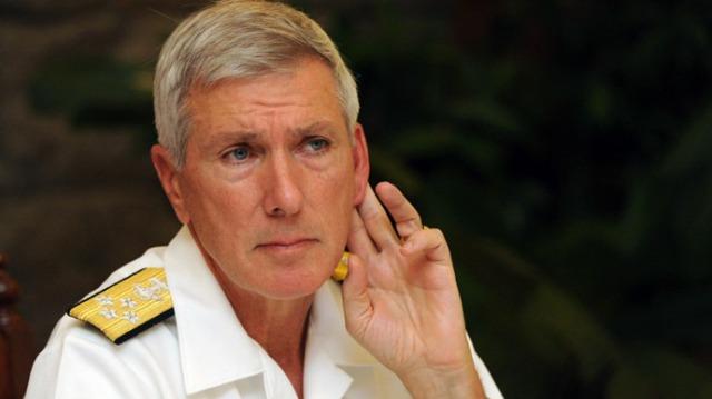 El Almirante Locklear que parece que escucha más de lo que parece