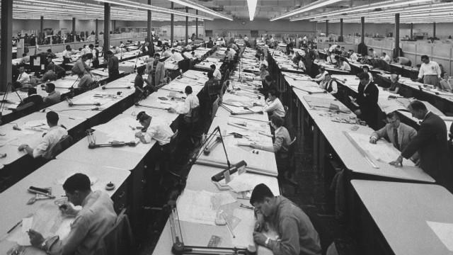 El fin de la sociedad industrial, y el paso a la sociedad del conocimiento