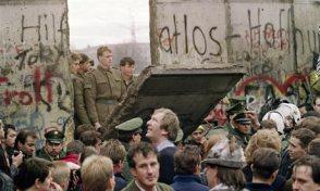 La caída del muro de Berlin dejaba desnuda a la Unión Soviçetica. Se acababa el siglo XX y la aventura comunista