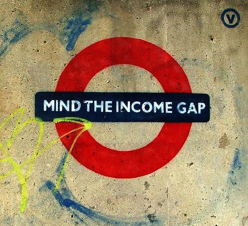 Mind the gap, o sea recuerda el hueco… ¿entre los salarios?